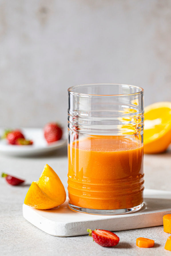 Jus carottes, orange, fraises et gingembre