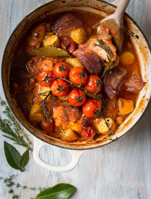 Poulet aux tomates, romarin et thym