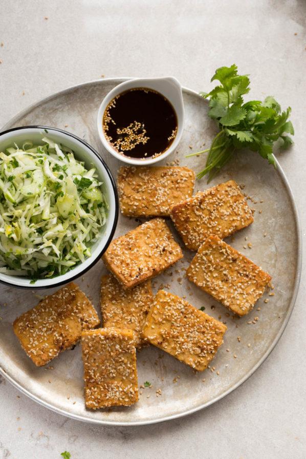 Tofu croustillant et salade croquante