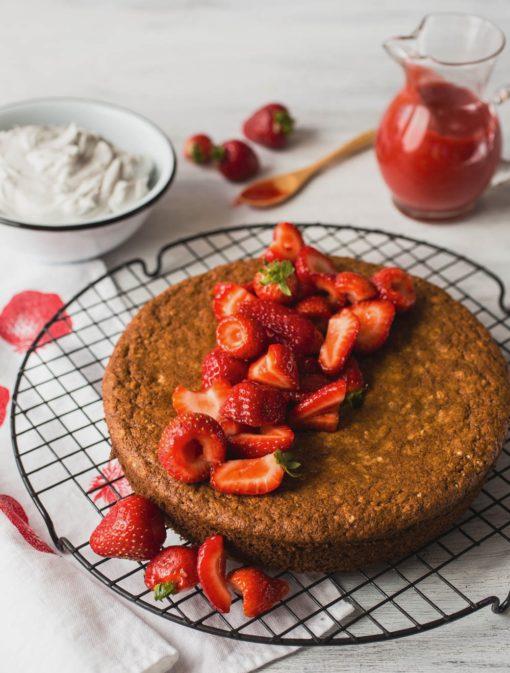 Gâteau doré rapide aux fraises