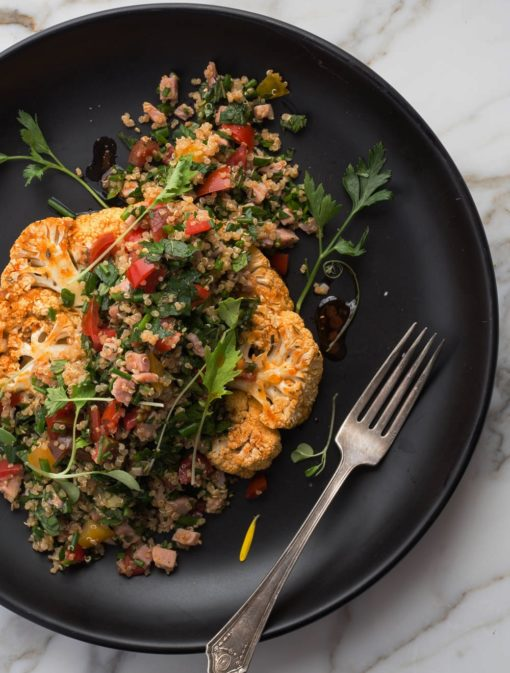Steaks de chou-fleur et taboulé de quinoa