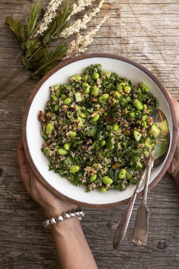 Salade de quinoa, kale, edamames et dattes