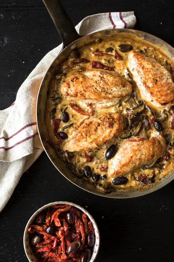 Casserole de poulet, champignons et tomates séchées