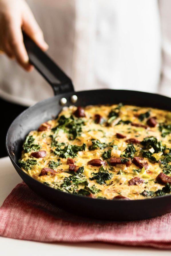 Omelette chorizo, kale et poireaux