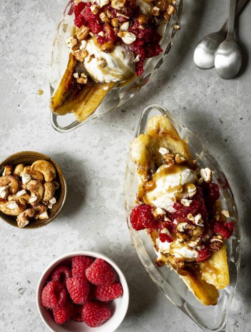 Banana Split caramélisé aux framboises, cajous et érable