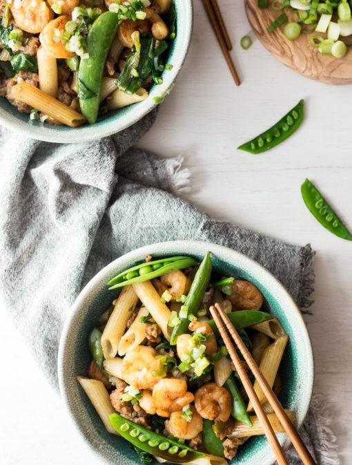 Pennes asiatiques aux crevettes et saucisses
