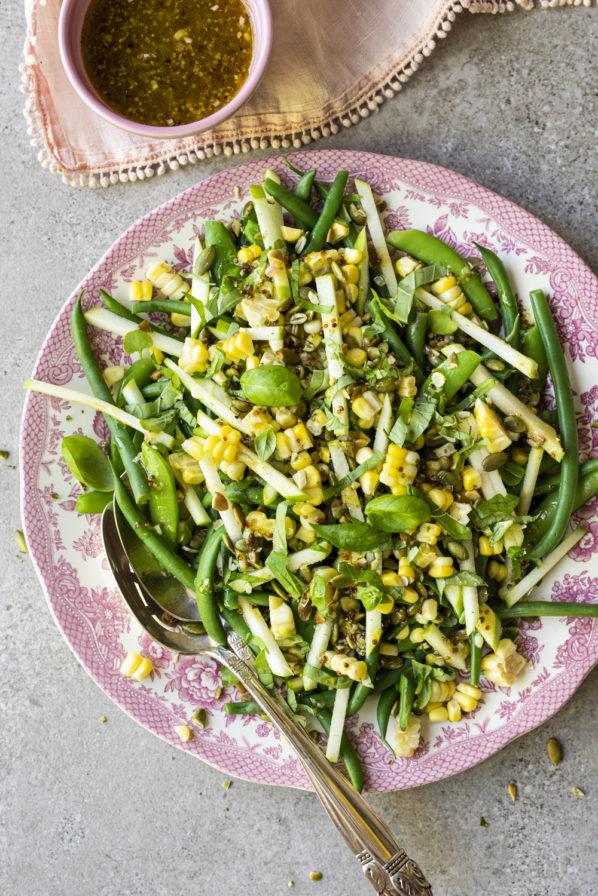 Salade de haricots verts, pois sucrés, pomme et maïs