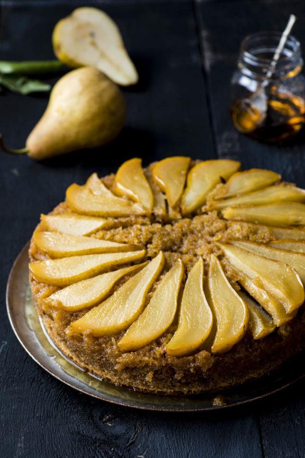 Gâteau renversé aux poires, amandes et sirop d'érable