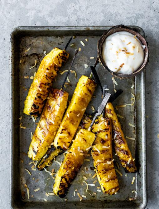 Ananas grillé au rhum et à la lime