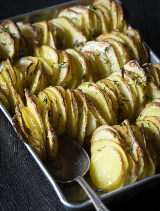 Pommes de terre croustillantes au thym et romarin