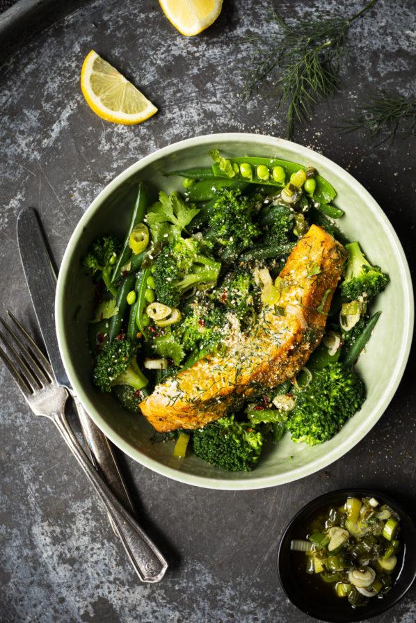 Salade tiède de légumes verts et saumon grillé