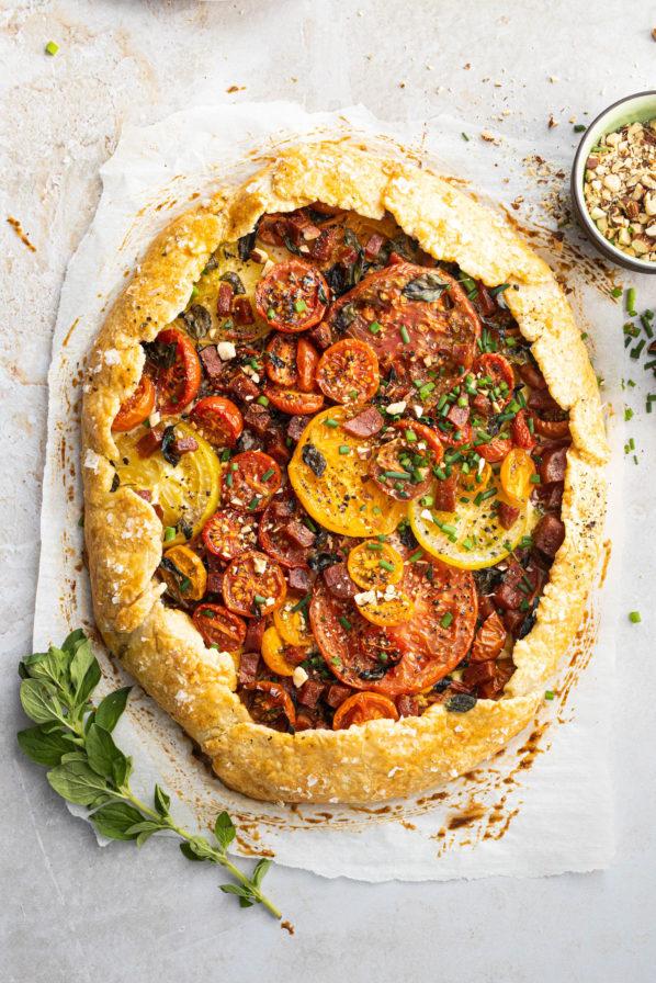 Tarte rustique tomates, amandes et chorizo